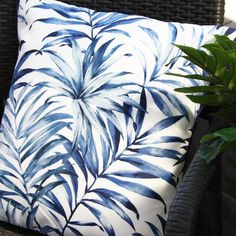 Picture a cocktail in one hand and a white sandy beach at your feet - bring Aruba to your outdoor space with our beautiful luxurious cushion design.