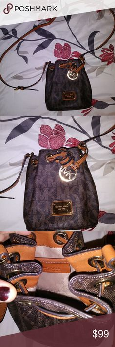 d07d27a9bb0f MICHAEL KORS Mini Bucket Crossbody Bag Super cute and in excellent  condition! Only