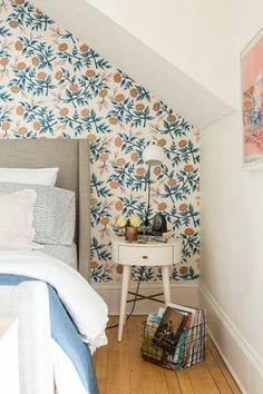 Dachschraege Ideen Schlafzimmer Tapete Florales Muster Posterbett |  Schlafzimmer | Pinterest