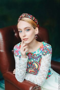 Продукт Russian Beauty, Russian Fashion, Dress Dior, Photos Free, Thick Headbands, Bride Headband, Russian Culture, Beautiful Girl Photo, Headband Hairstyles