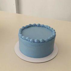 Pretty Birthday Cakes, Pretty Cakes, Beautiful Cakes, Amazing Cakes, Pastel Cakes, Blue Cakes, Mini Cakes, Cupcake Cakes, Simple Cake Designs