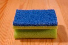 Kitchen sponge proves to be dirtier than toilet - The Greek Observer Cleaning Items, Household Items, Cleaning Hacks, Korn, Vinyl Shutters, Old Farmers Almanac, Kitchen Sponge, Useful Life Hacks, Carlisle