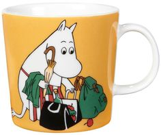 """Arabia's mug """"Moominmamma apricot"""" (Muumimamma aprikoosi) with elegant shape and kind motif from the Moomin world. Charming pottery from Finland. Secure payments and worldwide shipping within 24 hours. Moomin Shop, Moomin Mugs, Ceramic Tableware, Ceramic Mugs, Feng Shui, Magic Bag, Moomin Valley, Tove Jansson, 6 Pack"""