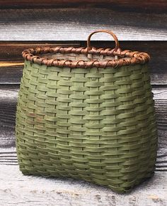 🌟Tante S!fr@ loves this📌🌟Blackash Baskets Painted Baskets, Wicker Baskets, Red Basket, Nantucket Baskets, Chalk Paint Projects, Vintage Baskets, Vintage Green, Basket Weaving, Fall Decor