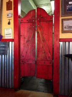 Beautiful Saloon Doors at the Horseshoe Cafe in Wickenburg, Arizona - photo by Ken Bosma at the Horseshoe Cafe in Wickenburg, Arizona Cafe Door, Rustikalen Shabby Chic, Swinging Doors, Western Homes, Barn Wood, Home Projects, Rustic Decor, House Design, Design Design