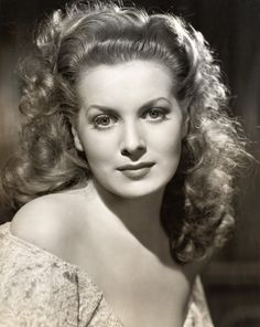 A strikingly beautiful portrait of actress Maureen O'Hara. #vintage #actress