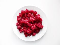 Image shared by ɪɴғɪɴɪᴛʏ ♕. Find images and videos about food, red and yummy on We Heart It - the app to get lost in what you love. Tasty, Yummy Food, Yummy Yummy, Weird Food, Love Food, We Heart It, Raspberry, Clean Eating, Eating Well