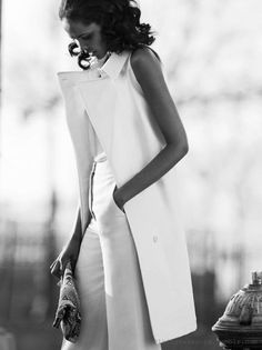 vest slack clean loose a tad of structure length of uest that there are no sleeues and its so long and slack nice purse NO. ill take uest and slacks please Elements Of Style, Glamour, Mode Inspiration, White Fashion, Fashion Outfits, Womens Fashion, Style Me, Style Blog, Street Styles