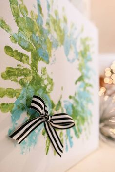 Make this fun, hand-print Christmas art with your kids! This easy craft is fun to make and give as a gift. Make a Christmas tree or wreath. Crafts For 2 Year Olds, Christmas Crafts For Toddlers, Toddler Christmas, Old Christmas, Crafts For Kids To Make, Crafts For Girls, Christmas Activities, Summer Crafts, Toddler Crafts