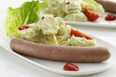 Pølser og kartoffelsalat med avokadodressing