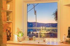 (3) BO HØYT OG FRITT I EKEBERGSKRENTEN: Nydelig 2-roms med 15,6 kvm vestvendt takterrasse med rå utsikt! - Lekre detaljer - Mulighet for P-plass - Lave f.kost - Nærhet til marka og sentrum! | FINN.no Real Estate, Table Decorations, Furniture, Home Decor, Rome, Homemade Home Decor, Real Estates, Home Furnishings, Decoration Home