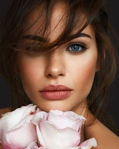 The Best Beauty Tips For People Of All Ages. A good beauty routine should be relaxing and pleasant. Now you can try some new beauty techniques with co Beauty Makeup, Hair Makeup, Hair Beauty, Makeup Hairstyle, Best Beauty Tips, Beauty Hacks, Bridal Makeup, Wedding Makeup, Beauty Photography