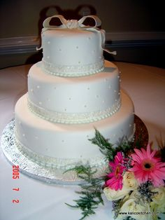3 tier white fondant wedding cake 3 tier wedding cakes on fondant wedding cakes 10355