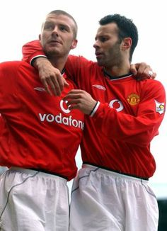 David Beckham and Ryan Giggs. I LOVED beckham when I was younger. Football Icon, Best Football Team, Football Shirts, Football Players, Manchester United Images, Manchester United Football, Soccer Photography, Kids Soccer, Professional Football