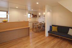 和モダンに北欧をミックスした住まい|兵庫県加西市の施工事例 Table, Furniture, Home Decor, Interior Design, Home Interior Design, Desk, Tabletop, Arredamento, Desks