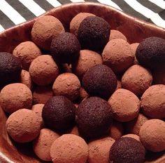 Forstil dig en delikat blanding af Ferrero Rocher, Kinder Bueno, Nougat og NUTELLA i én lækker mundfuld :D  Her er opskriften på de helt vidunderlige
