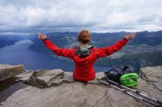 Packliste und Tipps zu Ausrüstung & Bekleidung beim Wandern Stavanger, Familienfreundliche Hotels, Lofoten, Family Travel, Camping, Mountains, Places, Nature, Wanderlust