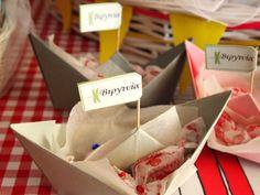 Χάρτινα-καραβάκια-για-πάρτυ Birthdays, Container, Treats, Food, Anniversaries, Sweet Like Candy, Goodies, Essen, Birthday