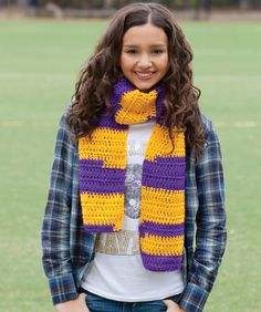 Show your team colors with a scarf that can be crocheted easily thanks to the self-striping yarn. It's a great beginner scarf for all the team supporters to wear!
