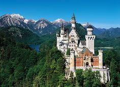 Schloss Neuschwanstein bei Füssen im Südwesten von Bayern, wurde Deutschland von Ludwig II von Bayern als Rückzug und als Hommage an Richard Wagner in Auftrag gegeben.