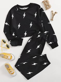 Girls Lightning Print Pullover & Joggers Set   SHEIN USA Really Cute Outfits, Cute Comfy Outfits, Cute Girl Outfits, Sporty Outfits, Cute Outfits For Kids, Trendy Outfits, Cool Outfits, Girls Fashion Clothes, Tween Fashion