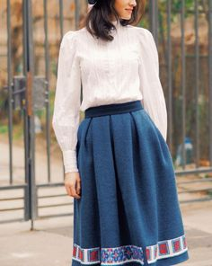 Adrian Oianu/ Romania Folk Fashion, Fashion Today, Craft Tutorials, Modest Fashion, Romania, Pretty Outfits, Pretty Woman, Folk Art, High Waisted Skirt