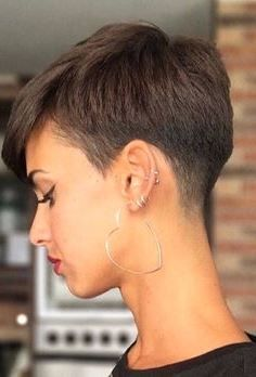 Hairstyles Ideas Half Up 20 Cutest short hairstyle You Can Try This Spring Really Short Haircuts, Edgy Pixie Haircuts, Inverted Bob Hairstyles, Cute Haircuts, Medium Bob Hairstyles, Best Short Haircuts, Cute Hairstyles For Short Hair, Short Hair Cuts, Bob Wedding Hairstyles