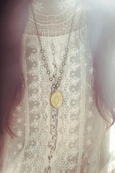 Vintage Brass Locket Necklace with green pearl by Sumikoshop Boho Fashion, Vintage Fashion, Womens Fashion, Fashion Shoes, Girl Fashion, Non Plus Ultra, Mode Chic, Pearl And Lace, Linens And Lace
