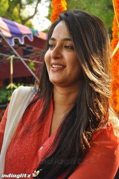 Anushka Photos, Actress Anushka, Telugu Cinema, Katrina Kaif, Telugu Movies, India Beauty, Actress Photos, Beauty Women, Cute Girls