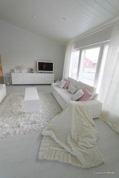 valkoinen,valkoinen lattia,valkoinen sisustus,valkoinen sohva,valkoinen olohuone,vaaleanpunainen,korkeakiilto,korkeakiilto ovet,ikea,bestå,caboche,kartell,invisible side,stockmann,villa,silkki,sisustustyynyt,tulppaanit,isku,chic,olohuone