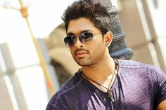 Allu Arjun Refused To Do Movie With Director Srinivas - సినిమా చేయాలంటూ బన్నీ బయపడుతున్నాడా ? http://www.teluguwishesh.com/cinema-movies-films/699-hot-gossips/55982-allu-arjun-refused-to-do-movie-with-director-srinivas.html
