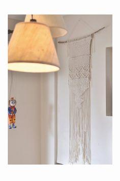 Dieser Wandbehang Makramee ist einzigartig und handgefertigt mit natürlicher Baumwolle Bindfäden. Der 70er Jahre sind zurück, und dieser Jahrgang Wand