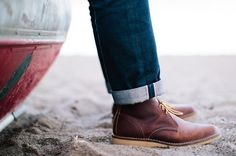 Purpose-built for comfort using stitchdown construction and Texon board insoles, the Weekender Chukka in features a triple-stitched upper and Copper Rough & Tough leather for recognizable Red Wing Heritage quality. Red Wing Weekender, Red Wing Pecos, Red Wing Heritage Boots, Men's Shoes, Shoe Boots, Red Wing Shoes, Sneakers Fashion, Leather Boots, Footwear