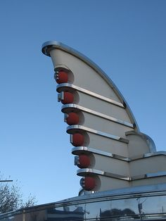 Madrid's Warner Theme Park has an area (next to main entry) whose buildings are designed in Art Deco / Raygun Gothic style.