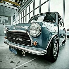 Mini Morris I'd love to have an old one Mini Cooper Classic, Mini Cooper S, Classic Mini, Classic Cars, Classic Auto, Mini Morris, Vintage Cars, Antique Cars, Mini S