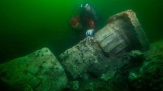 Mysterious destroyed temple and 'treasure ships' discovered underwater in 'Egyptian Atlantis' Archaeological Discoveries, Archaeological Finds, Alexandria, Ancient Egyptian Cities, Ancient History, Underwater Ruins, Statues, Temple, Sunken City
