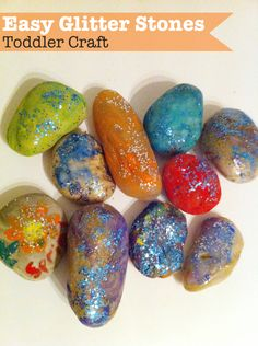 Christmasy glitter rocks Painting rocks to make easy glitter stones. This toddler craft is so easy and could be adapted for Fathers day! Vbs Crafts, Daycare Crafts, Rock Crafts, Crafts To Do, Party Crafts, Craft Activities, Toddler Activities, Toddler Party Games, Toddler Learning