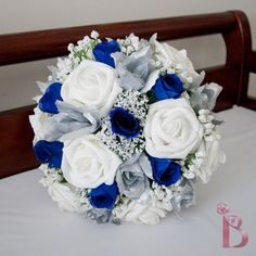 Love the blue and white!