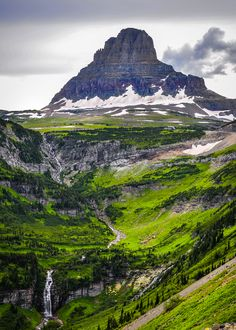 Waterfalls flowing from Logan Pass - Glacier National Park MT landscape Nature Photos Earth Photos, Nature Photos, Montana Attractions, Visit Montana, Landscape Photographers, Cool Places To Visit, Travel Usa, Adventure Travel, National Parks