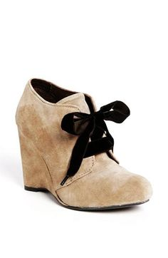 Brown Bow Women Wedge Shoes - Cute Bow Women Wedge Shoes. I have shoes like this! All I'd need to do is replace the laces