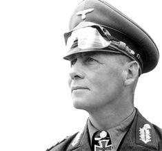 Erwin Johannes Rommel, llamado el Zorro del Desierto; Heidenheim del Brenz, Alemania, 1891-Ulm, id., 1944. En 1941 fue enviado a Libia con el Afrika Korps para apoyar a los italianos en la guerra del desierto. Allí, su habilidad se puso de manifie...