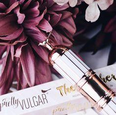 Wie süß ist bitte das Design dieser #Mascara 😍 die Marke @pretty_vulgar steckt so viel Herzblut in das Verpackungsdesign ❤️ einfach zum Dahinschmelzen ✨ www.bibifashionable.at 💻📱📄 #bibifashionable #werbung #prsample #douglasAT #prettyvulgar #packaginggoals