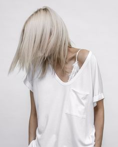 Via** figtny ** Spring Fashion Casual, White Fashion, Classic Outfits, Cool Outfits, Silver Blonde, Looks Street Style, Outfit Trends, Hair Beauty, Beauty Makeup