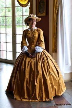 Crinoline era day dress by Victorias Enkel – Krinoline - Historical Dresses Civil War Fashion, 1800s Fashion, 19th Century Fashion, Victorian Fashion, Vintage Fashion, Victorian Gothic, Gothic Fashion, Steampunk Fashion, Vintage Mode