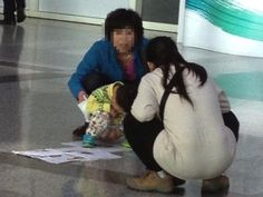 Outrage at mainland mother who let son poop at Taiwan airport.