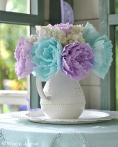 DIY crepe paper flowers in my summer house The Effective Pictures We Offer You . DIY crepe paper f How To Make Paper Flowers, Tissue Paper Flowers, Paper Flower Backdrop, Peonies And Hydrangeas, Paper Peonies, Fake Flowers, Diy Flowers, Peony Flower, Diy Paper