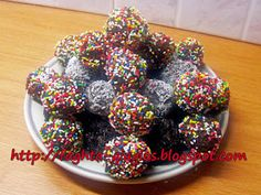 Τρουφάκια με καρύδι Chocolate Truffles, Doughnut, Sweet Recipes, Sprinkles, Sweet Treats, Food And Drink, Sweets, Candy, Cookies