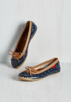 Back in a Splash Rain Shoe in Navy. The weather wont stop you from feeling winsome while you run errands in these polka-dotted rain shoes! #blue #modcloth