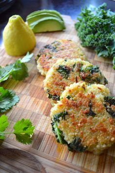 Kale & Quinoa Patties - adjust to low-FODMAP diet with gluten-free bread crumbs and scallions instead of onions? Veggie Recipes, Vegetarian Recipes, Cooking Recipes, Healthy Recipes, Quinoa And Kale Recipes, Drink Recipes, Quinoa Recipe, Thai Cooking, Thai Recipes