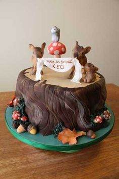 First birthday cake made of fondant, gumpaste and modeling chocolate details. The deers are made entirely of modeling chocolate. The squirrel, mushrooms and leaves are gumpaste.